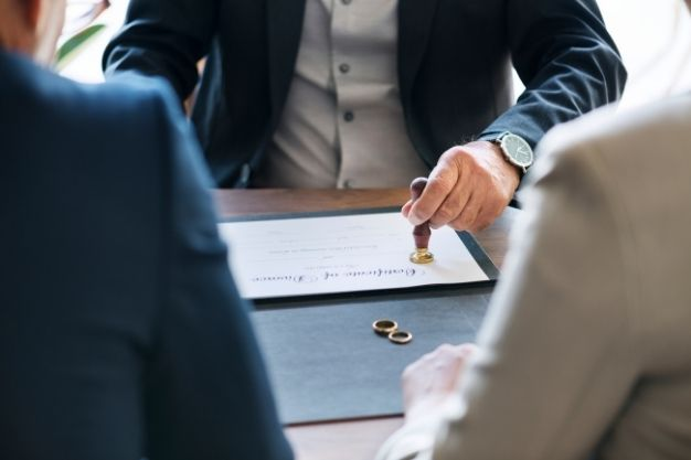 File A Divorce Case With Lawyer's Help