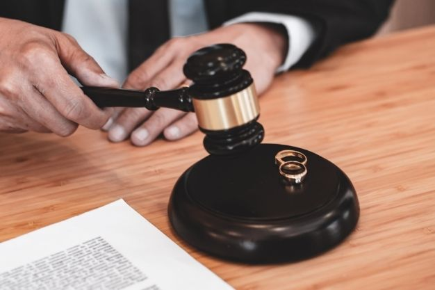 What Is Marriage Lawyer?